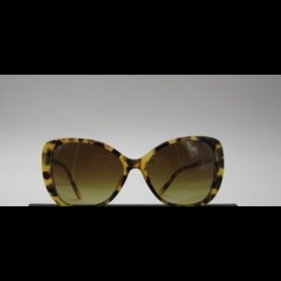 c004a90c5059 Burberry Accessories - Burberry B4238 Brown Tortoise Shell Sunglasses NEW